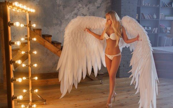 Фото блондинки с крыльями